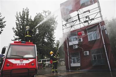 东城区龙潭街道引入电动消防车灭火