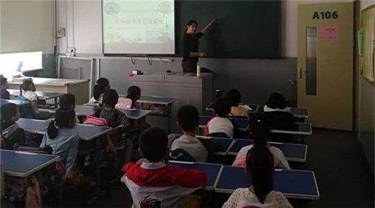 纯真小学举办家长志愿者公益活动