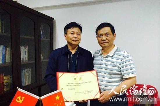 为老路上显大爱——记2016年度湖南省最具影响力的法治人物吴桦源