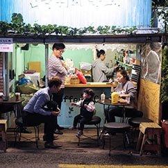 """大光圈影友镜头下的现实版""""韩剧街头剧场"""""""