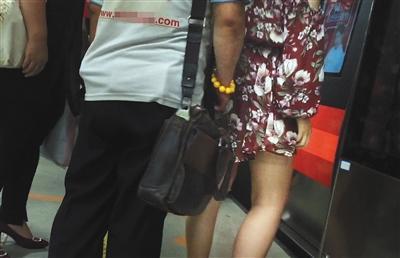 北京地铁频现性骚扰:受侵害女生用计擒色狼