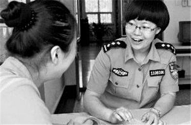 北京女子监狱监区长:一双手托起两个希望