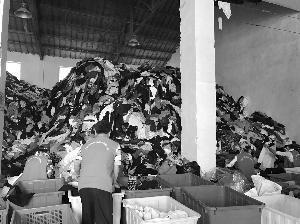 媒体揭秘:企业回收上千吨旧衣服仅8%用于公益