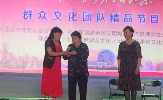北京快乐群星艺术团开展公益演出