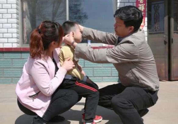 北京医疗专家赴辽宁 救助先天耳朵畸形患儿