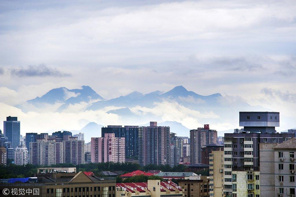 雨后云雾缭绕 远山清晰可见