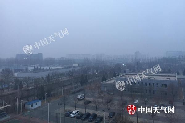 北京今中到重度霾持续 明起霾减弱气温下降