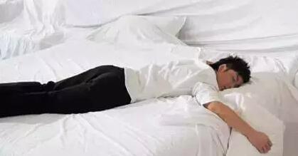 7,男性俯卧位睡姿,女性仰卧位睡姿