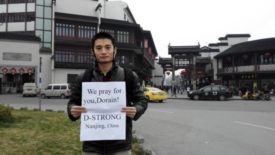 请手举D-Strong 为美国患癌男孩圆梦