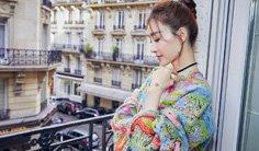 王丽坤亮相巴黎时装周秀场</