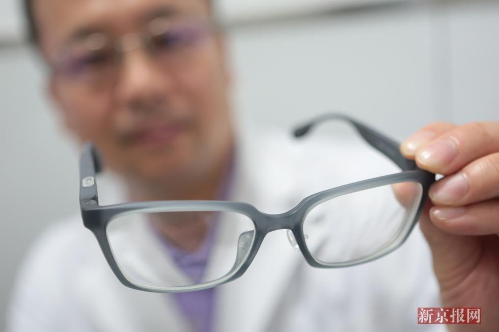 3D打印新突破 定制镜片配角膜