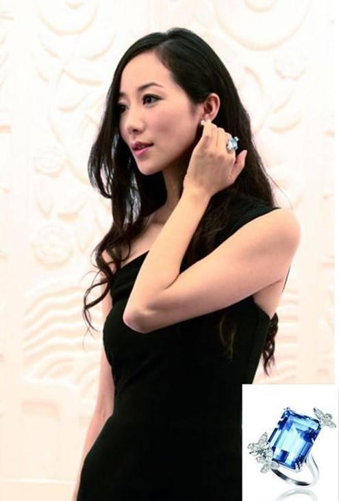 【燕女郎·女神圈】她才是娱乐圈的清流!嫌深v领口低自己缝高 戴2000万珠宝却用Iphone5s