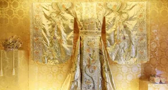 服饰的饰纹是一种特有的标记,每一品位的官服,都有其专用的花纹和图案