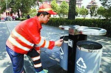 保洁用上二维码 长安街上垃圾桶配专属二维码