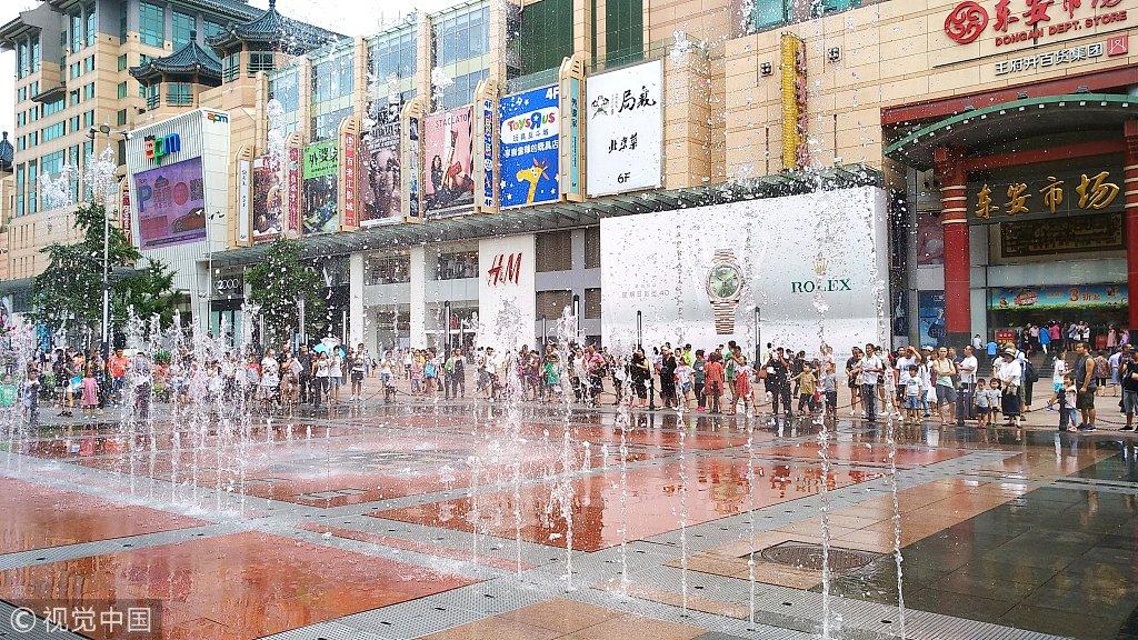 王府井步行街音乐喷泉助游客纳凉