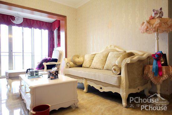 清新欧式田园风格客厅设计效果图3 米色主调嵌入窗帘紫红色的元素