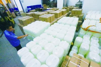 通州非法化工厂储数十吨危险品