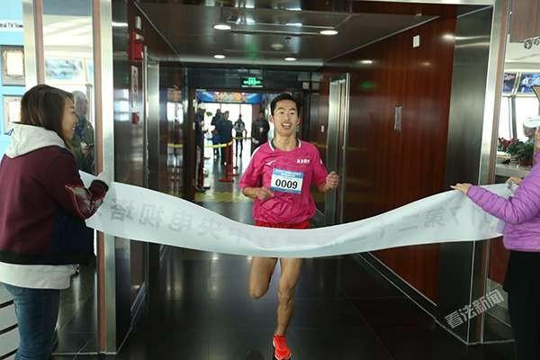 连续22年攀登中央电视塔 京津冀300余人挑战1597级台阶