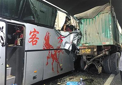 京承高速密云段大客车追尾货车致3死 另有1人重伤、3人轻伤