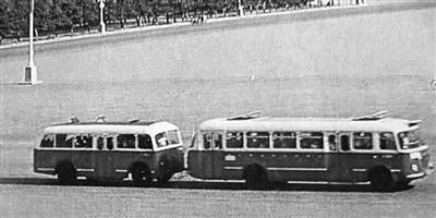 """67年历史""""大1路""""变为纯电动车 变被动执法到主动服务"""