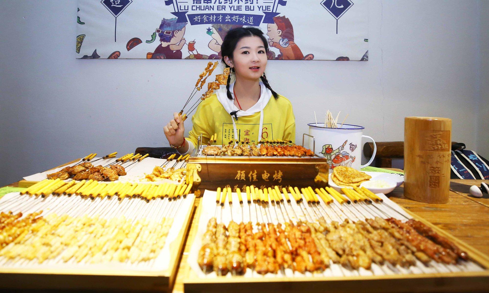 45公斤美女大胃王:月入过万只够吃饭