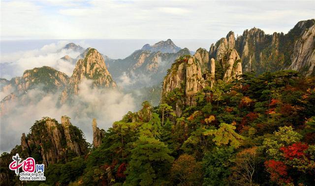 黄山:秋色连波渐浓渐烈 如临童话之境