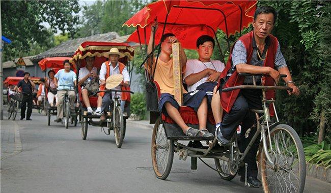 北京胡同三轮车夫每天拉活11小时 最多时月入过万