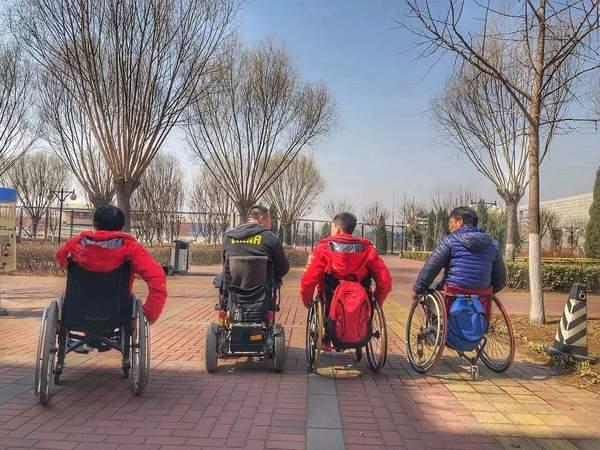 """被困在轮椅上之后 他从""""叛逆少年""""成为奥运冠军"""