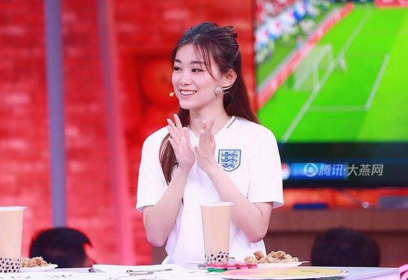 燕女郎:女生做不了足球解说?90后美女用实力说服黄健翔