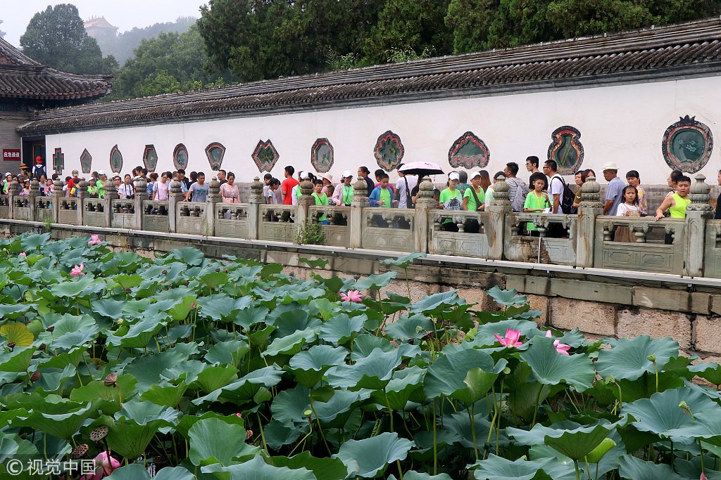 北京:颐和园游人如织