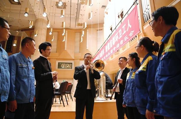 新利88国际交响乐团为环卫工人举办专场音乐会