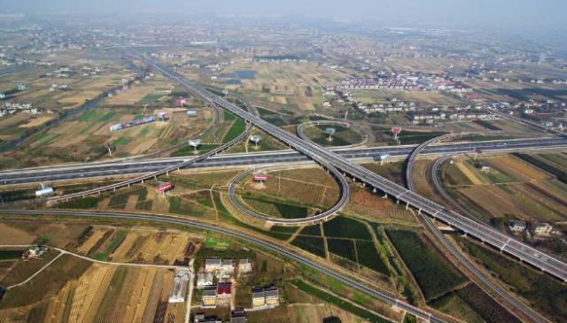 新机场周边高速年底完成拓宽