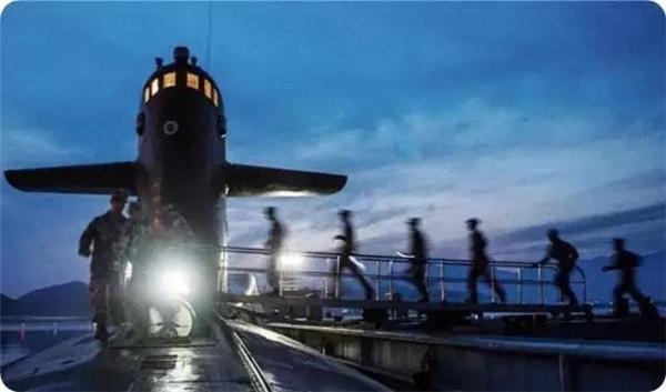 海军首支潜艇部队64岁生日:走过默默的水下航程,挺进深蓝