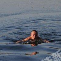北京市民后海冬泳