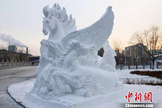 国际大学生雪雕大赛中国两队折桂