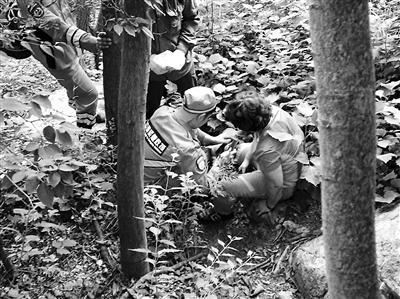 两名五旬游客被困凤凰岭 30余名救援人员连夜搜救8小时