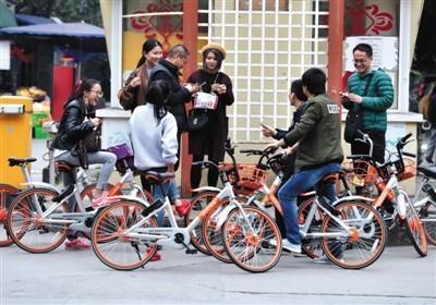 共享单车猎人出没:一小时举报10辆违停