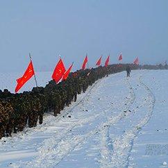 天寒地冻 武警部队组织进山拉练