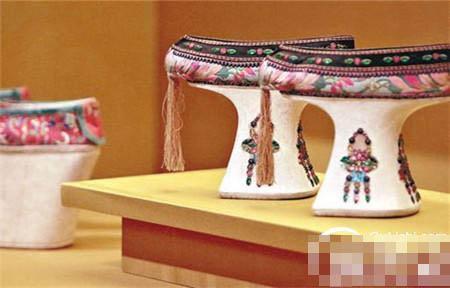 """揭秘清代宫女们穿的""""高跟鞋""""到底有多高?"""