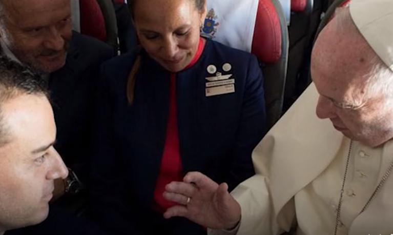 教皇飞机主持婚礼