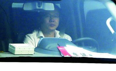 海淀特警车组24小时不间断在试卷所在地巡逻防控