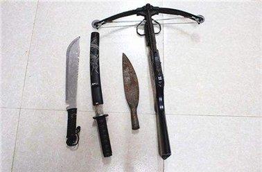 行李藏4把刀 旅客被依法拘留