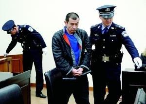 男子不满分手砍死女友家人 杀人后欲自杀与警察对峙