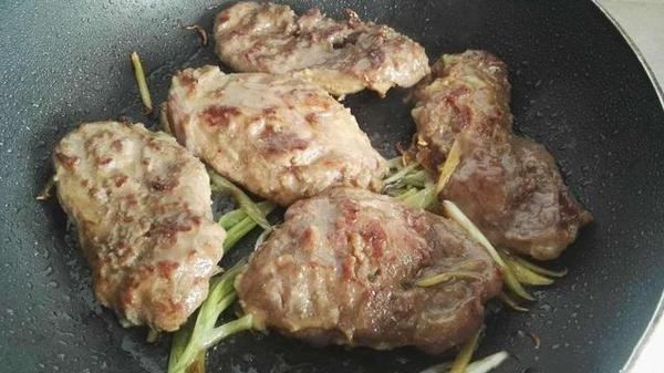 家里来客做一份香煎猪排,客人却说这是牛排