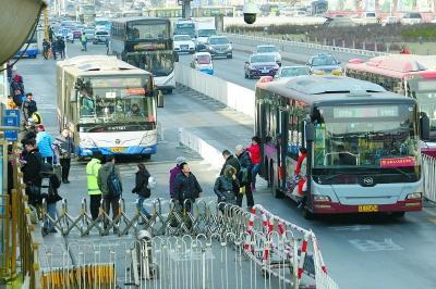 北京西站北广场缓解拥堵有新招