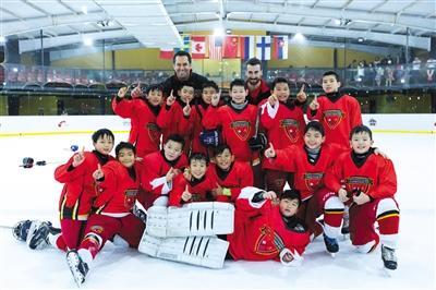 北京少年远赴加拿大学习冰球,不改国籍只求将来为国出战