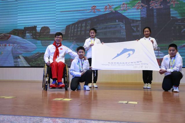 平昌冬残奥会冠军陈建新走进校园 点燃青春梦想