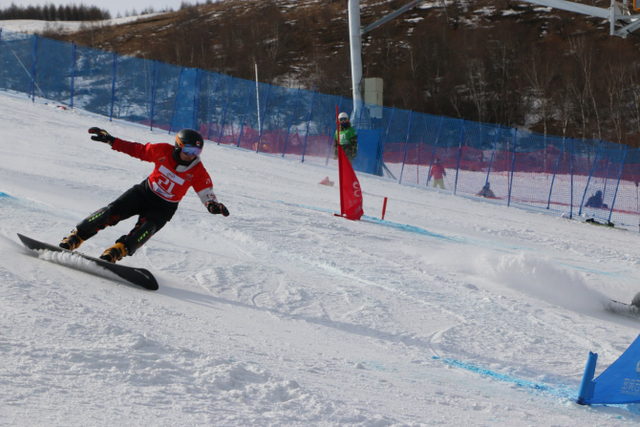 单板滑雪平行项目世界杯崇礼站 宫乃莹摘金实现突破
