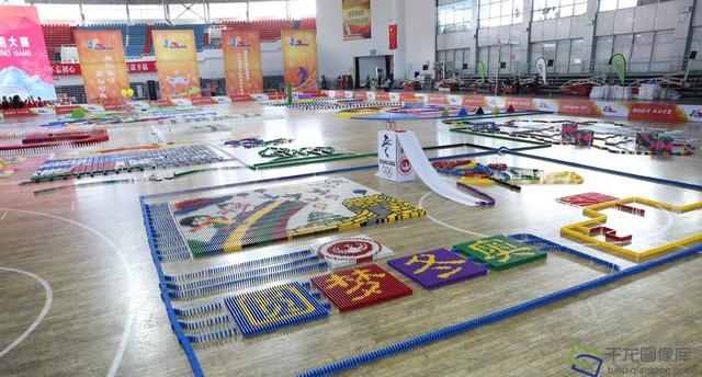 京张两地学生用多米诺骨牌呈现缤纷冬奥梦