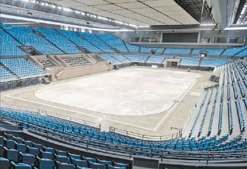 第一块二氧化碳制冰冰面在首体诞生 冬奥北京赛区15块冰面完成场地建设